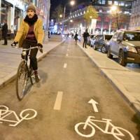 Велосипед vs. Автомобиль. Гибкие парковочные столбики vs. полимерные тротуарные ограждения.