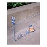 Как превратить парковочный столбик, фонарь или тротуарное ограждение в искусство?